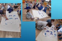 4-Dzieci-odbijaja-dlonie-na-arkuszu-papieru-tworzac-niebieskie-motyle
