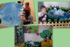Dzieci-maluja-niebieska-farba-duzy-arkusz-papieru-ktory-staje-sie-stawem-w-dekoracji-przedszkolnej