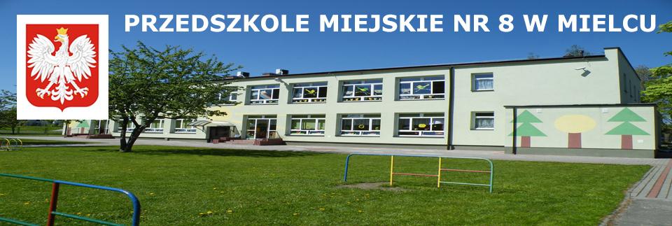 budynek przedszkola widziany od strony ogrodu. W lewym górnym rogu godło Polski